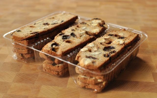 Daelia's Biscuits for Cheese - Almond with Raisin